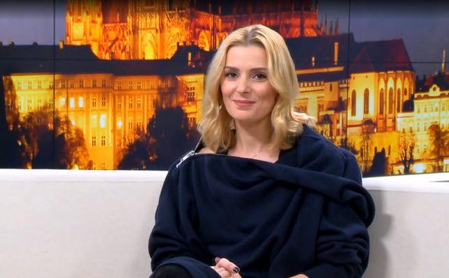 W Pradze Mlynkova nie jest szczególnie rozpoznawalna, dlatego w spokoju może prowadzić biznes.