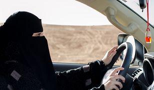 Do 2018 r. kobiety miały również zakaz samodzielnego prowadzenia samochodów