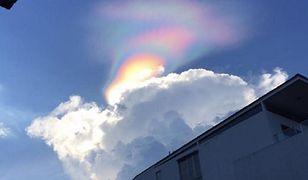 Ognista tęcza jest jednym z najbardziej niezwykłych zjawisk widzianych na niebie. Na powyższym zdjęciu tęcza widziana w lutym 2017 r. w Singapurze