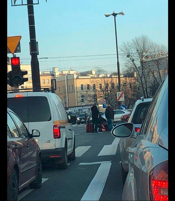 Wypadek na Grójeckiej. Kierowcy stoją w korkach