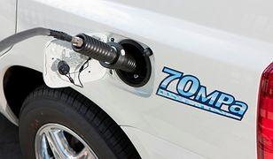 Stacja tankowania aut wodorem zasilana energią słoneczną