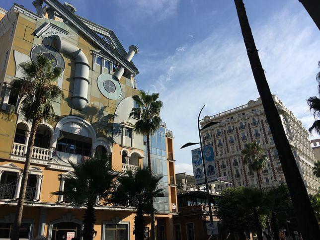 Tuż obok przed i postkomunistycznej architektury znajdują się najdziwniejsze budowlane realizacje