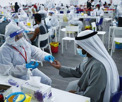 Test na obecność koronawirusa. Abu Zabi, ZEA