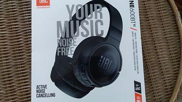 JBL Tune 600BT NC - dość tanie słuchawki z redukcją szumów