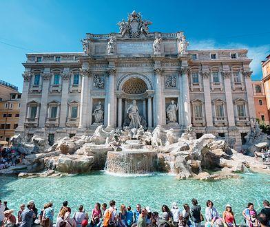 Fontanna di Trevi nie jest basenem! Są grzywny.