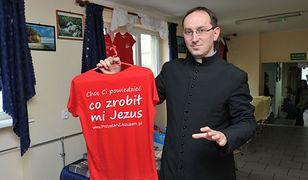 BBC napisało o paleniu książek przez księży w Gdańsku