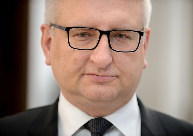 """Emigrujemy częściej za rządów PiS niż za PO. Poseł Pięta zna odpowiedź. """"Rośnie siła polskiej gospodarki"""""""