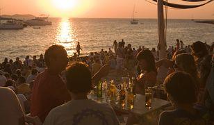 Polacy deklarują też, że będą zwracać uwagę tym, którzy piją lub palą na plaży