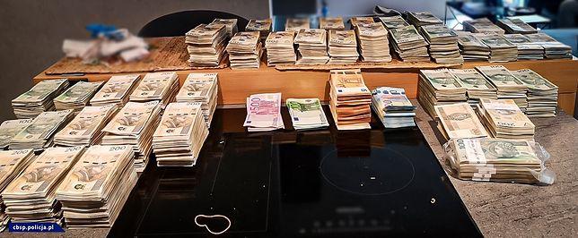 Chciała sprzedać kilka przedmiotów w internecie. Straciła blisko 134 tys. zł