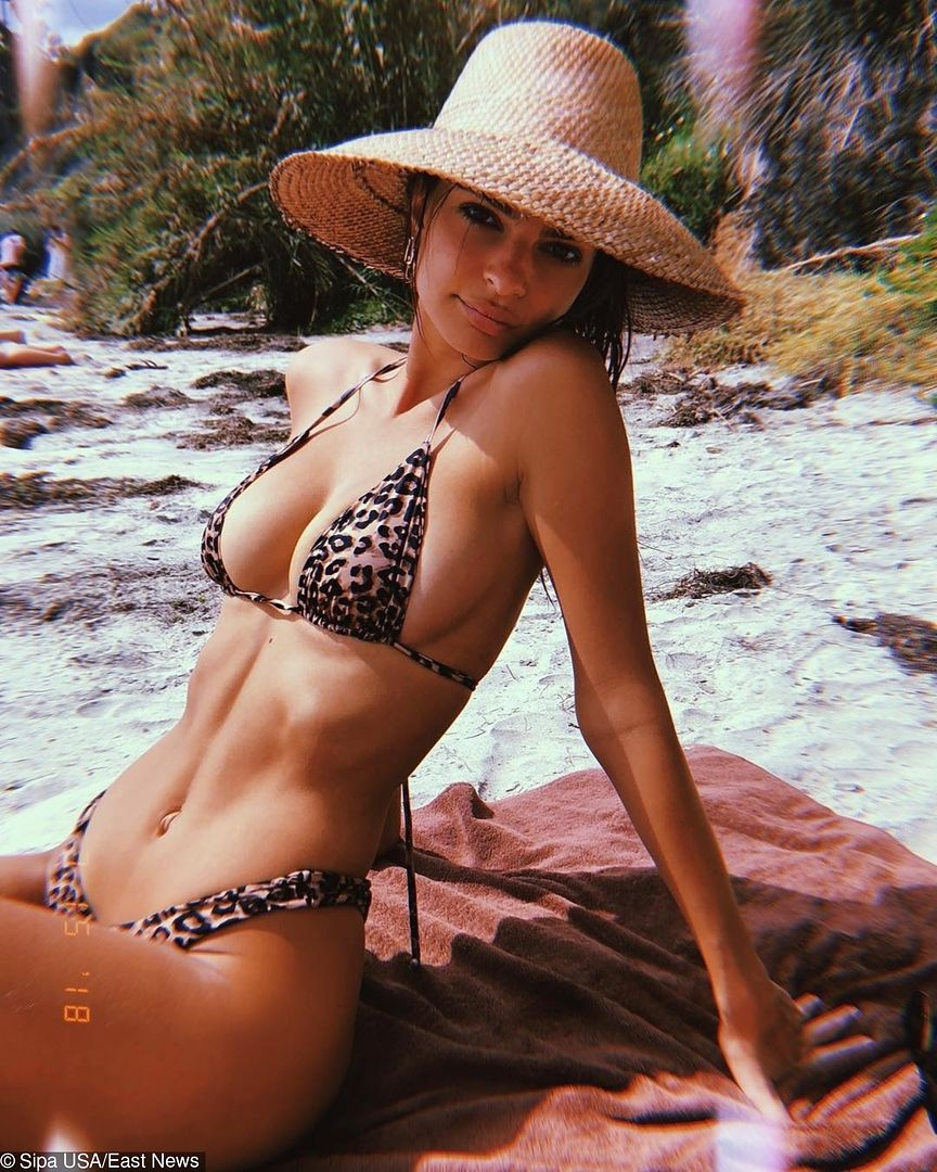 Emily Ratajkowski na wakacjach. Kusi skąpym bikini