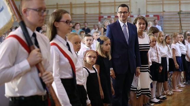 Premier Mateusz Morawiecki na inauguracji roku szkolnego w szkole podstawowej w Pruszkowie