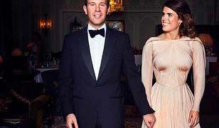 Nowożeńcy nie wiedzieli, co dzieje się z tyłu. Mistrzyni drugiego planu na oficjalnym zdjęciu z wesela księżniczki Eugenii
