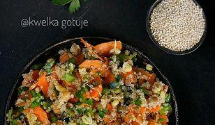Stir-fry z komosą ryżową. Zdrowy obiad w azjatyckim stylu