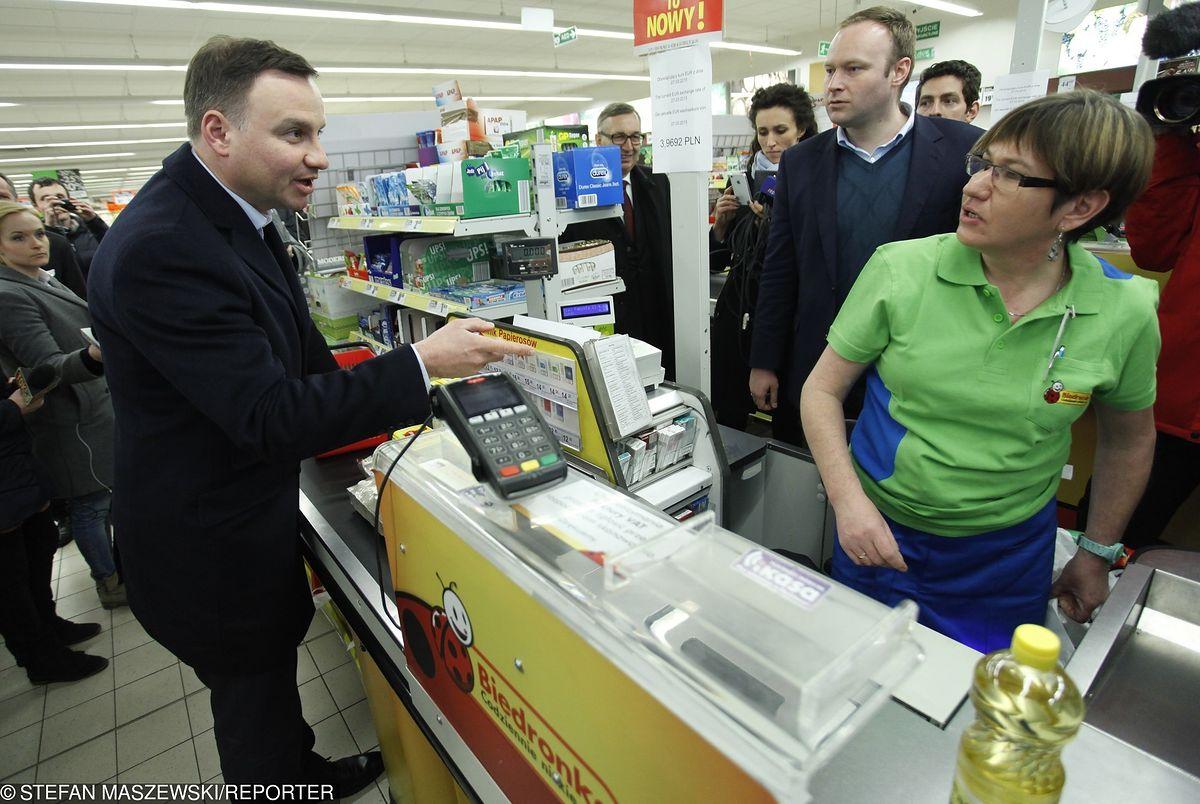 Drożyzna w Polsce. Koszyk prezydenta Dudy droższy o jedną trzecią