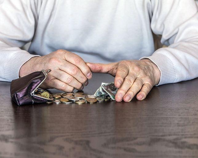 Minimum 70 zł miesięcznie dla każdego, ale rekordziści zgarną nawet 600 zł. Waloryzacja rent i emerytur 2019