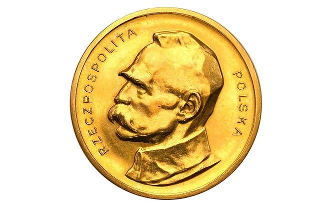 100 marek z profilem Józefa Piłsudskiego, które już niedługo licytowane będzie od 100 tys. zł