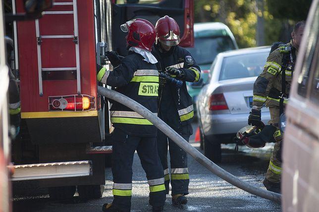 Trzy osoby zostały poszkodowane w pożarze kamienicy w Świętochłowicach.