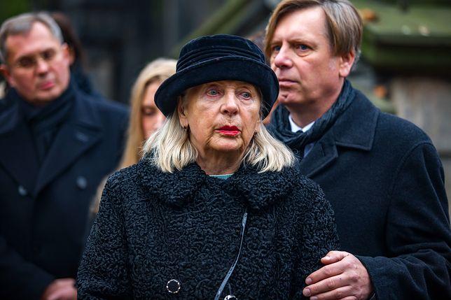 Wdowy po Czesławie Kiszczaku nie objęła dezubekizacja. MON tłumaczy, dlaczego