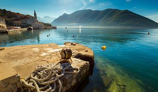 Krajobraz czarnogórskiego wybrzeża z dostępem do Morza Adriatyckiego urzeka