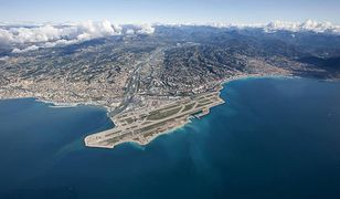 Malownicze położenie portu lotniczego Nicea na Lazurowym Wybrzeżu
