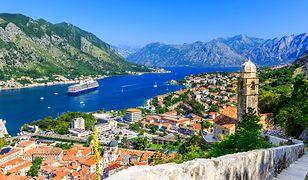 Krajobraz pięknej Czarnogóry, zielonej i górzystej z dostępem do Adriatyku