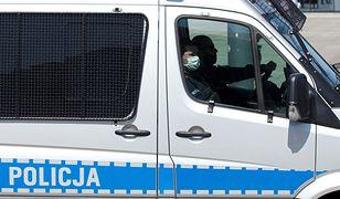 Warszawa. Kobieta terroryzuje mieszkańców. Reakcja policji
