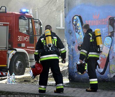 Pożar w bloku na Mokotowie. Dwie osoby ranne