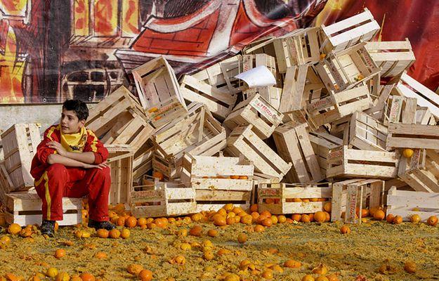 Włochy: 470 osób z obrażeniami po karnawałowej bitwie na pomarańcze