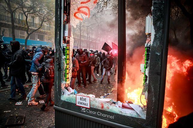Zamieszki w Paryżu, doszło do starć z policją. Protesty przeciwko reformie emerytalnej