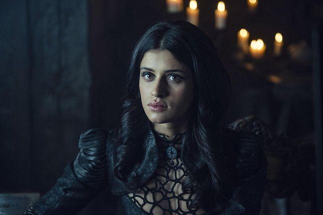 Anya Chalotra jako Yennefer