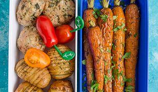 Kotleciki drobiowe z kalarepą, pieczone ziemniaczki i karmelizowaa marchewka. Pycha!