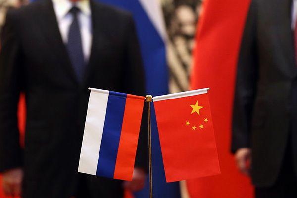 """""""FT"""": Rosja i Chiny zacieśniają współpracę wojskową i potępiają """"kolorowe rewolucje"""""""
