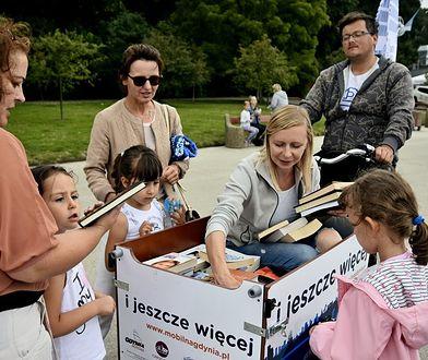 """Mobilna biblioteka w Gdyni. Po bulwarze krąży """"bibliorower"""""""