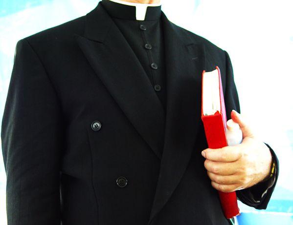 Ksiądz miał gwałcić głuchą 17-latkę. Mieszkańcy Wojnowic nie dowierzają
