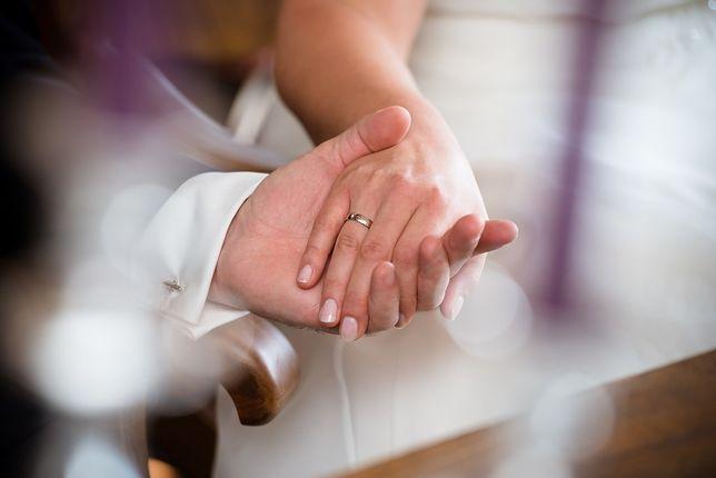 Rodzice i dziadkowie często nie akceptują jedynie ślubu cywilnego
