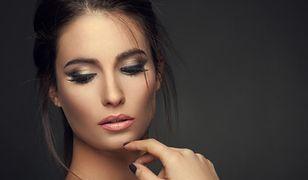 Pomadka nude to bardzo dyskretny i kobiecy element makijażu