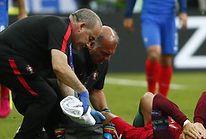 Euro 2016  łzy i dramat Cristiano Ronaldo! Portugalczyk zszedł z boiska z  kontuzją! (foto) 1ea7c2bc771b8