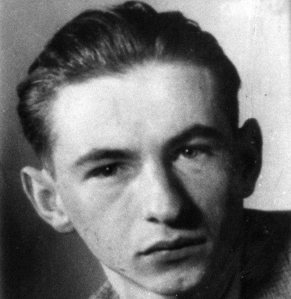 """Zmarł Jerzy Tomaszewski """"Jur"""". """"Autor dwóch tysięcy fotografii powstańczej Warszawy"""""""