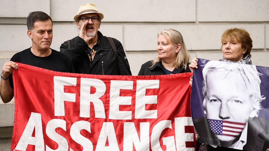 14 czerwca, protest przeciwko ekstradycji Assange'a (Leon Neal/Getty Images)