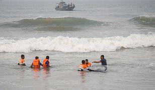 Sri Lanka. Wielka akcja ratunkowa. Na plaży utknęło ponad 100 wielorybów