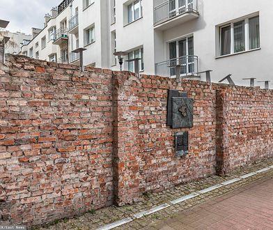Warszawa, fragment zachowanego muru getta przy ulicy Siennej