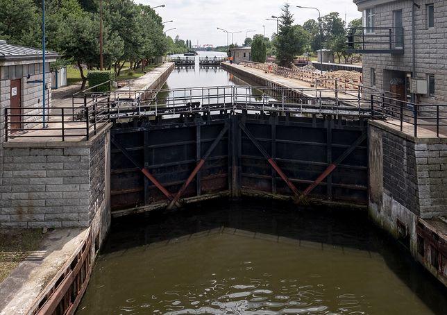 Gliwice. Rzeka zanieczyszczona ropopochodną substancją
