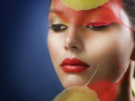 Postaw na makijaż w barwach lasu