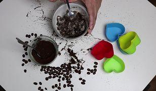 Drugie życie fusów po kawie. Jak zrobić kawowe mydło peelingujące?