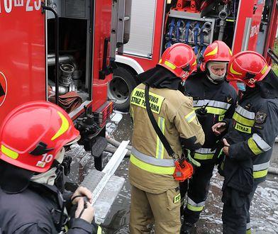 """Warszawa. Kierowca zasłabł podczas jazdy. """"Nie było wolnej karetki, pomogli strażacy"""""""