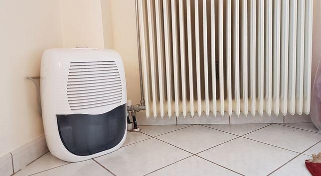 Po okresie intensywnych opadów w mieszkaniu może gromadzić się wilgoć
