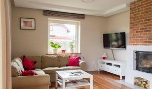 Jak urządzić przytulne mieszkanie ze starą cegłą w roli głównej?