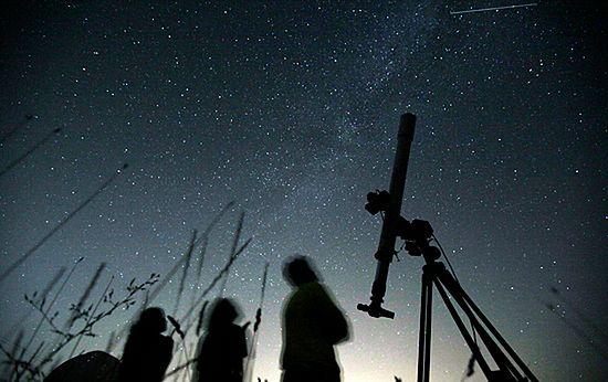 Bajeczne zjawisko na nocnym niebie