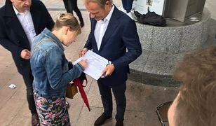 """Wybory 2020. Donald Tusk zbiera podpisy dla Rafała Trzaskowskiego. """"Dziękuję"""""""
