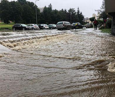 Pogoda. Potężna ulewa przeszła nad Kłodzkiem. Miasto jest zalane